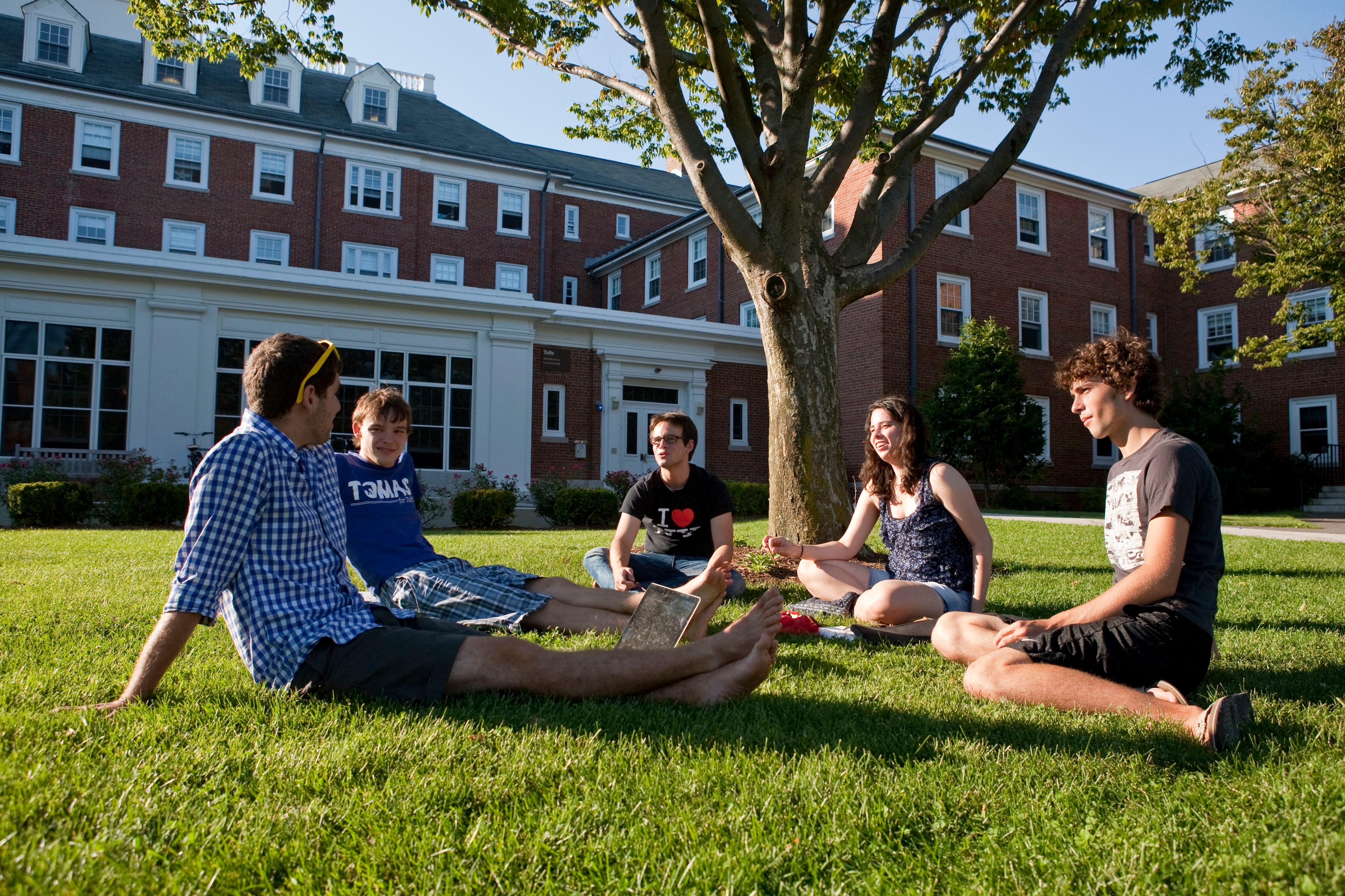 Tufts_University_Summer_on_the_Quad.jpg