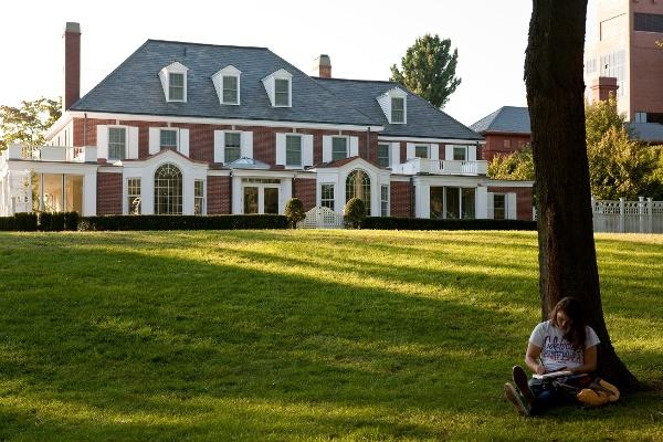 Tufts_University-Student-reading-on-Presidents-Lawn.jpg
